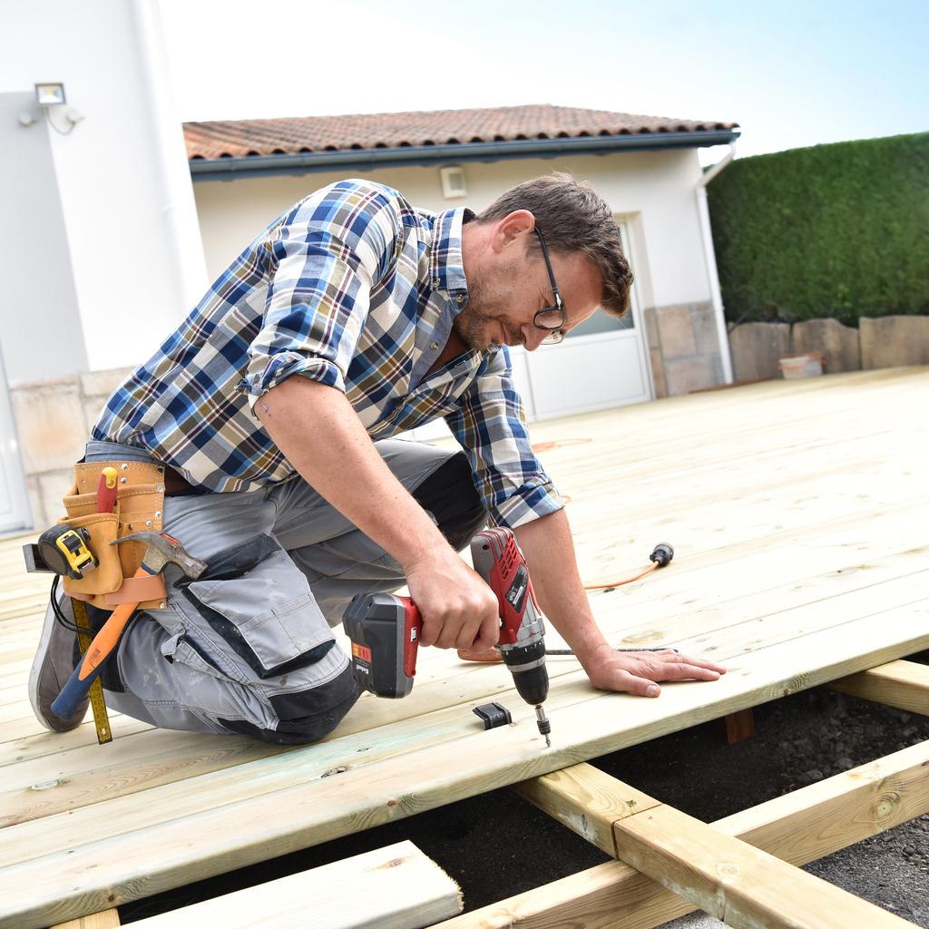 carpenter wooden deck